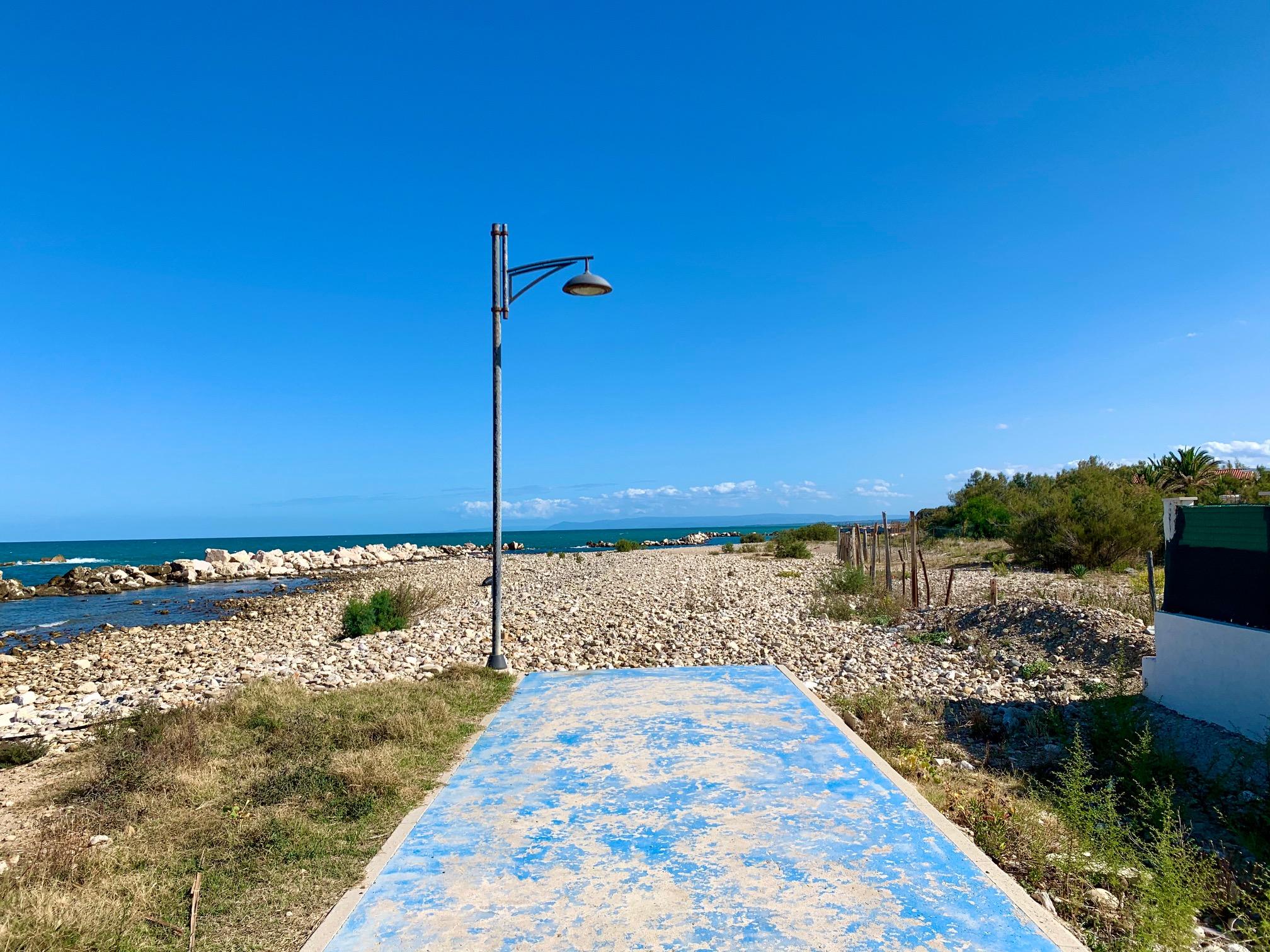 La spiaggia interrotta
